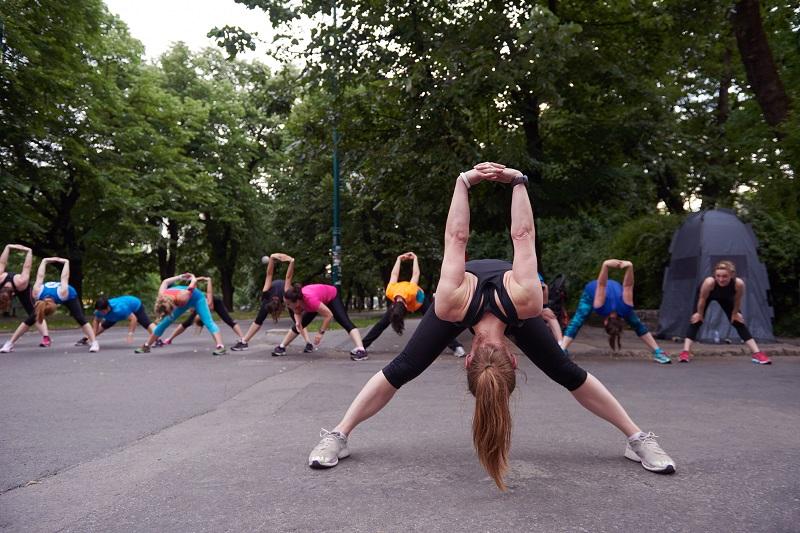 pratique exercícios físicos