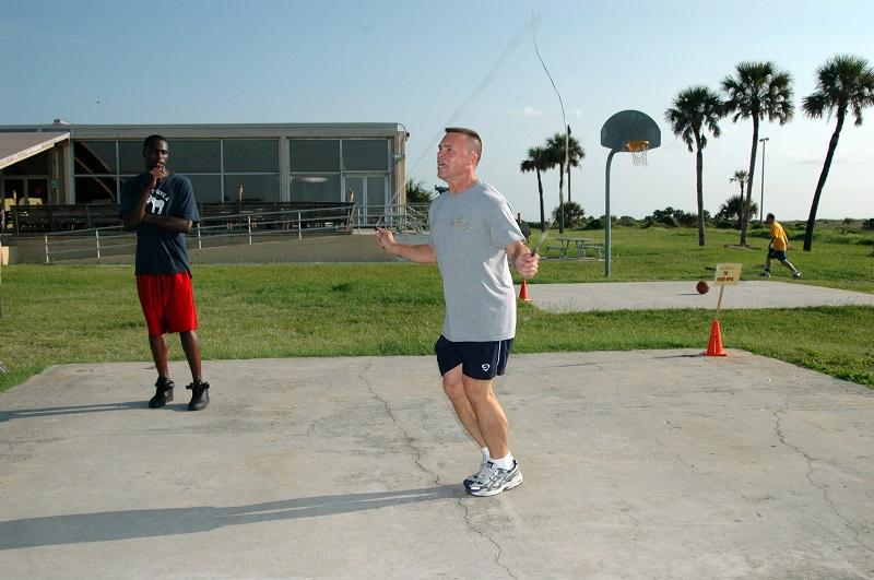 pular corda exercício aeróbico